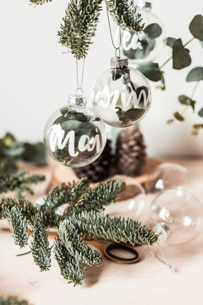 inhighfashionlaune | DIY Lettering auf Weihnachtskugeln