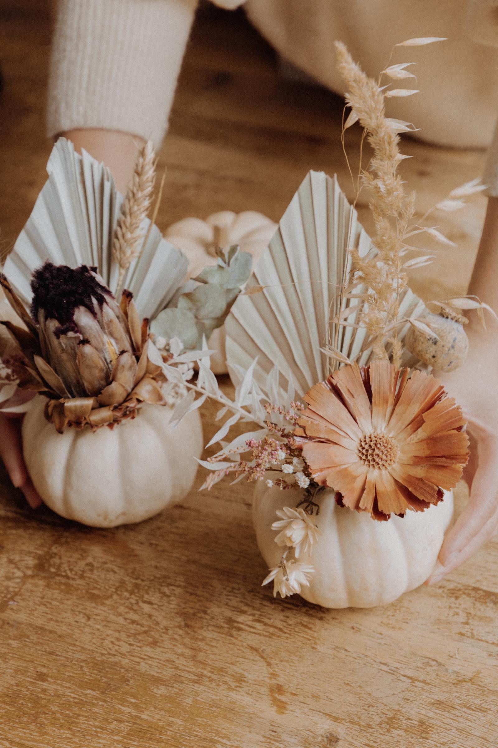 LINHÉ DIY Kürbisse mit Trockenblumen