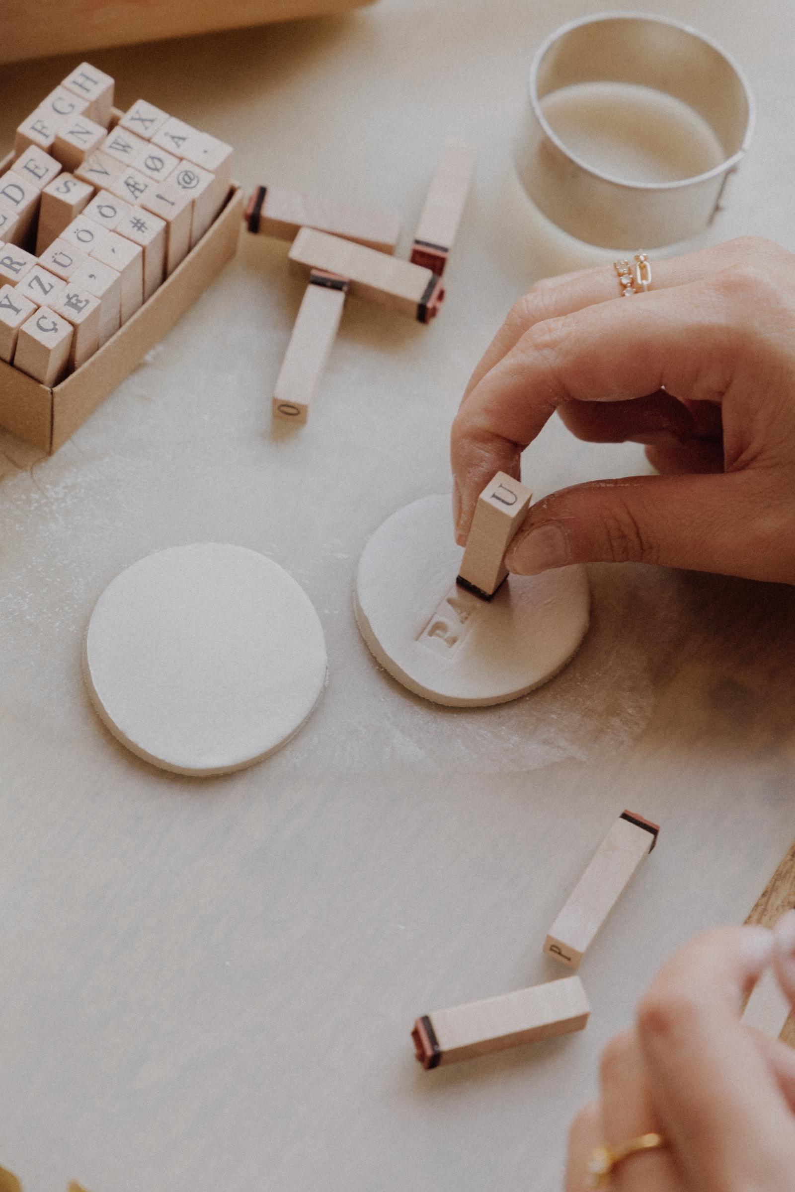 LINHÉ DIY personalisierte Geschenkanhänger Buchstaben stempeln